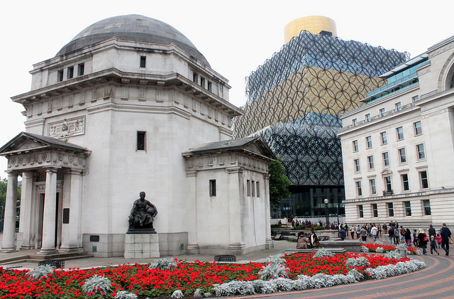 """Hall of Memory and Birmingham Library"" by Elentari86 used under Creative Commons 2.0"