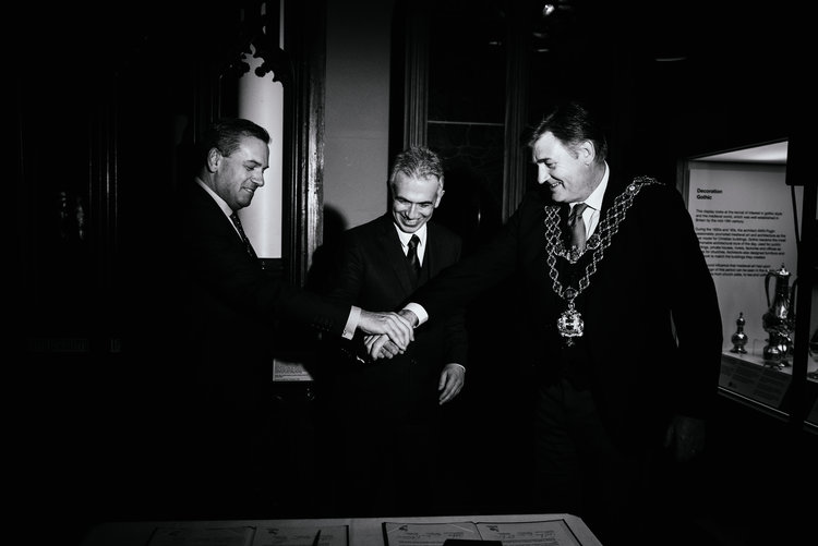 Leader John Clancy, Mayor Peter Feldmann and Lord Mayor Carl Rice shake hands after signing the affirmation of partnership. Image by Ed Lawes. https://edlawes.com/fiftyyears/